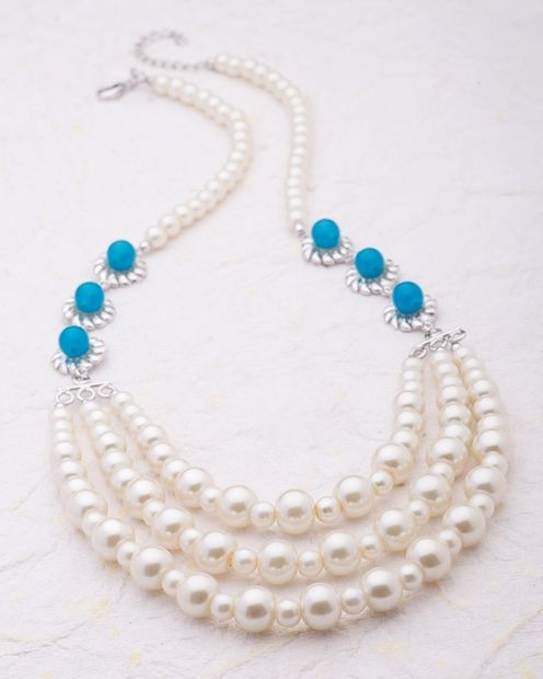 Classy Pearl Women's Necklace thumbnail