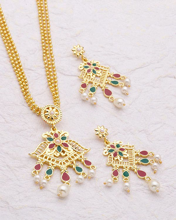 30dce796ea920 Classic Gold Plated Pendant Set